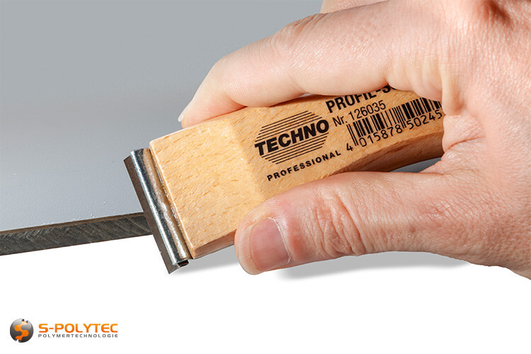 Profile scraper with straight blade in 35mm width is perfect for smoothing saw-rough cut edges of our plastic sheets